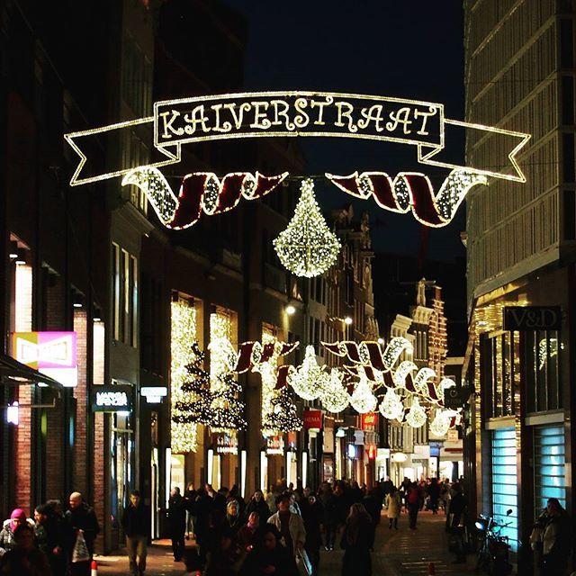 Ich wünsche Euch einen stressfreien 2. Weihnachtsfeiertag! Ik wens jullie een fijne 2e kerstdag zonder stress!  #stressfrei #stressfree #zonderstress #weihnachten #kerst #kerstmis🎄#christmas #xmas #weihnachtsdeko #kerstdecoratie #xmasdecor #kalverstraat #amsterdam #amsterdam2016 #amsterdamcity #amsterdamgram #amsterdamlife #shopping #einkaufsstraße #shoppingstreet #holland #holland_lovers #madeinholland #super_holland #wonderful_holland #nederland #niederlande #bestofnetherlands…