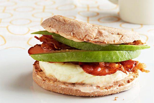 Sándwich de huevo California en 7 minutos Receta