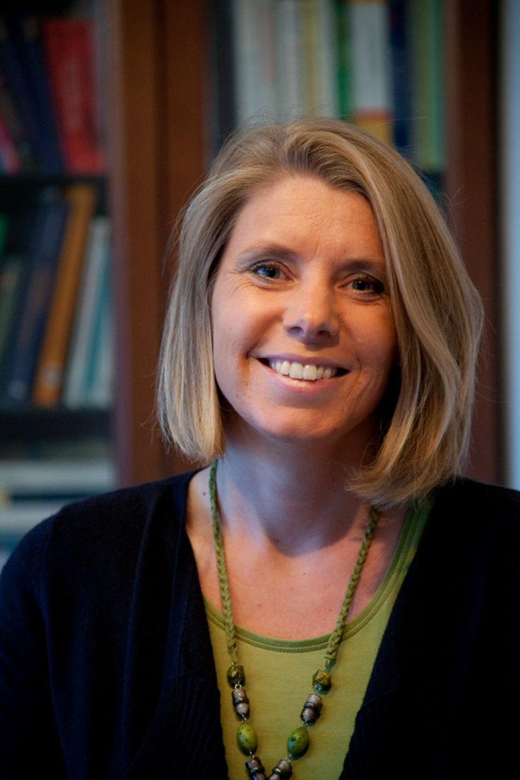 Marja van der Ende (1973) startte in 2005, na een carrière van tien jaar in verschillende marketingfuncties in het bedrijfsleven, haar eigen praktijk voor therapie en coaching, starterstrainingen en marketingtrainingen: Elements to SuXeed. In 2012 verscheen haar eerste boek 'Vrij en blij zelfstandig ondernemen'.