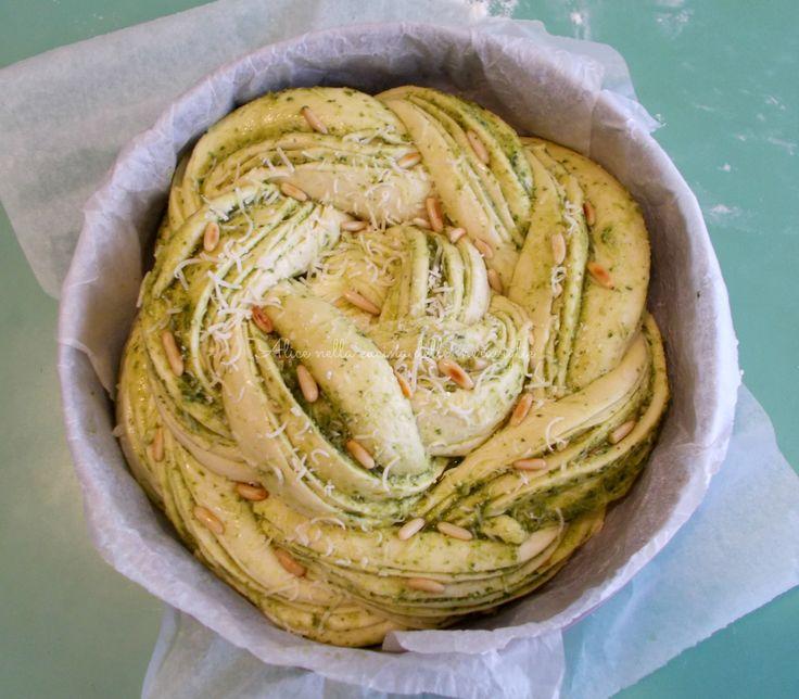 Pane con pesto, grana e pinoli (Russian rose loaf), ricetta lievitato salato