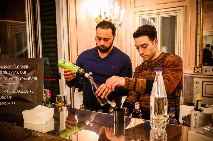 La preparazione dei cocktail  #feudisangregorio #villapignatelli #paolobarrale #chef #evento #cocktailbar #openbar