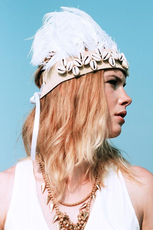 Headpieces & Fascinators - Boho Federkrone Festival mit weißen Straußenfedern - ein Designerstück von Manousche bei DaWanda