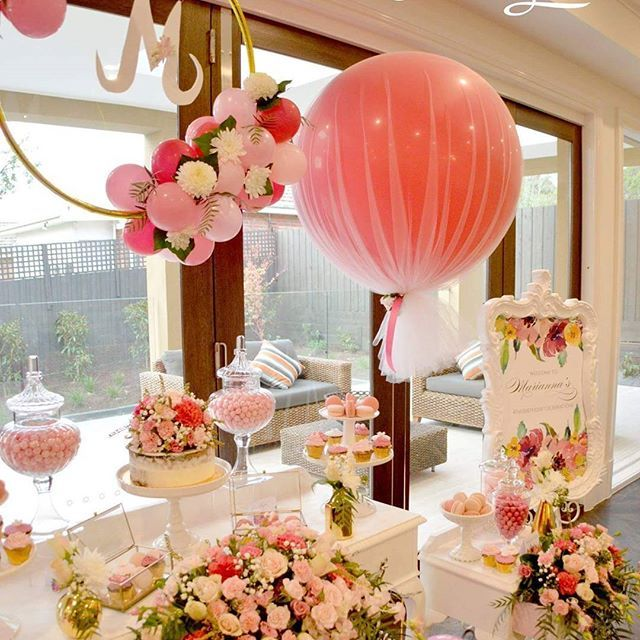 Another beautiful event by @missdeliciouza featuring our balloon hoop and giant tulle balloons #tulleballoons #balloonsmelbourne #melbourneevents #birthdayballoons