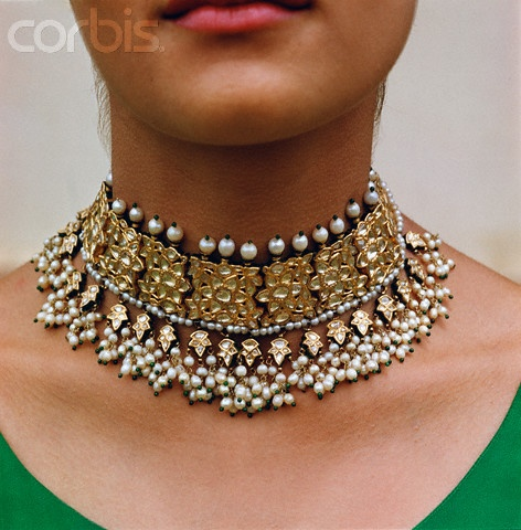 Guluband choker style necklace with pearls