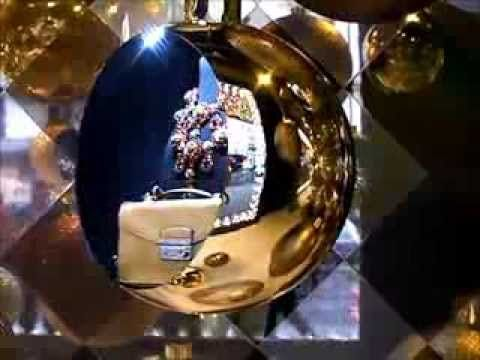 Molti di voi saranno stati a Parigi nel periodo di Natale.....ma quanti si sono chiesti PERCHE' in Italia, paese dei creativi, artisti e della moda non esista niente del genere!??!!!  Noël Paris 2013 : toutes les vitrines des Magasins Printemps et Galeries...