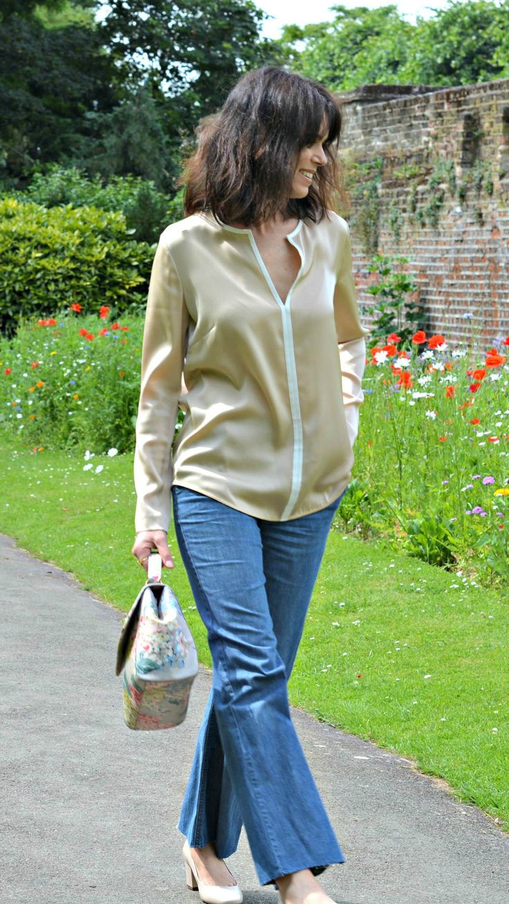How to get easy messy hair tutorial on RCM - Casual Chic - Winser London silk top | Comptoir des Cotonniers jeans | Cath Kidston Hydrangea bag | Dune block heel shoes