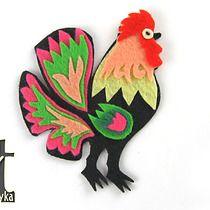 LUDOWY FILC - broszka kogut różowo-zielony, art fabryka
