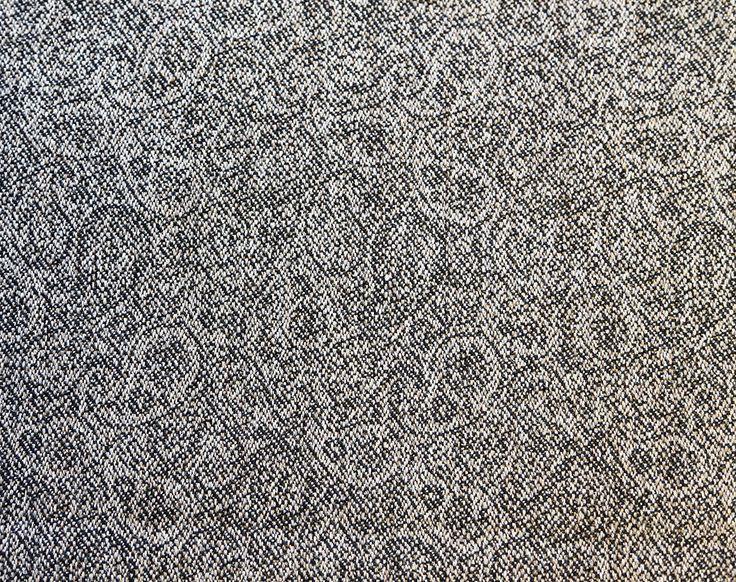 Nesvik. Lett og slitesterkt tekstil i ull. Et lite paisleymønster gir den et spesielt og unikt utrykk og den kan fint kombineres med Sjøvik. Design: Kristina D. Aas