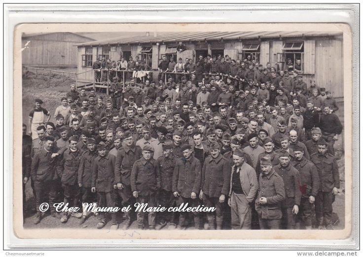 ALLEMAGNE - CAMP DE GORLITZ - ATTROUPEMENT DE PRISONNIERS DEVANT LES BARRAQUEMENTS - 1941 - CARTE PHOTO MILITAIRE