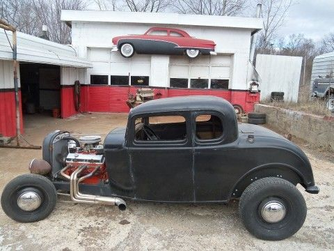 All of the running gear and drive train are stock Ford components and the car drives and handles like a modern coupe while looking like a vintage 1950s hot rod. Description from hot-rods-for-sale.com. I searched for this on bing.com/images