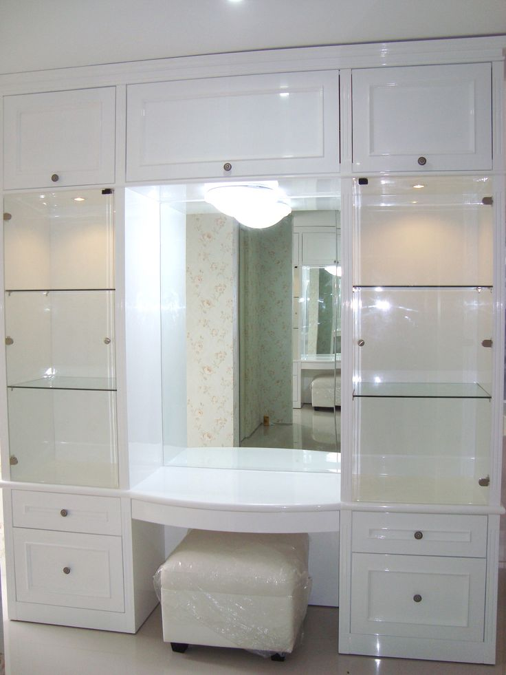 Make Up Wardrobe Design At Golf Avenue Citraland Surabaya From Simple Luxury Interior Indonesia