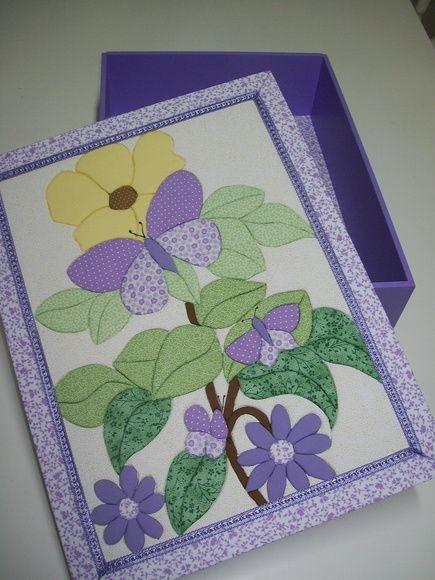 Caixa de MDF com aplicação da técnica de Patchwork no Isopor na tampa, a base é pintada com tinta PVA. R$ 85,00