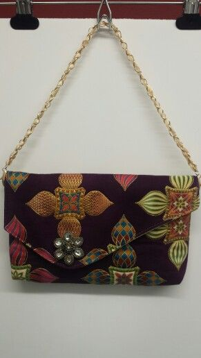 My newest clutch... I embroidered all around the designs with gold thread to give some more 3D looking...