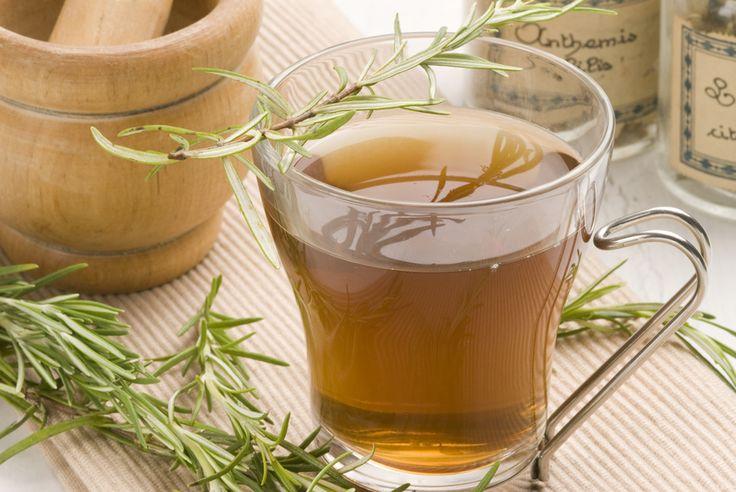 Bienfaits du thé au romarin (© AgathaLemon - Fotolia) - http://www.bienfaits-du-the.fr/bienfaits-romarin-infusion/