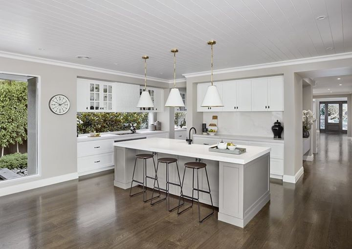 Dark flooring & white cabinetry Wider skirting board is appealing