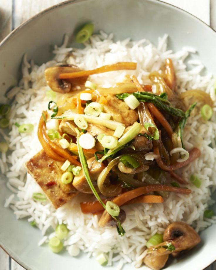 Als je denkt dat tofu weinig smaak heeft, dan heb je dit gerecht nog niet geproefd! Heerlijke gemarineerde en gewokte tofu met champignons en paksoi.
