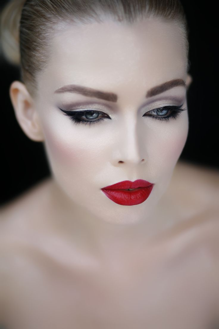 Classic Cat Eye With A Matte Red Lip