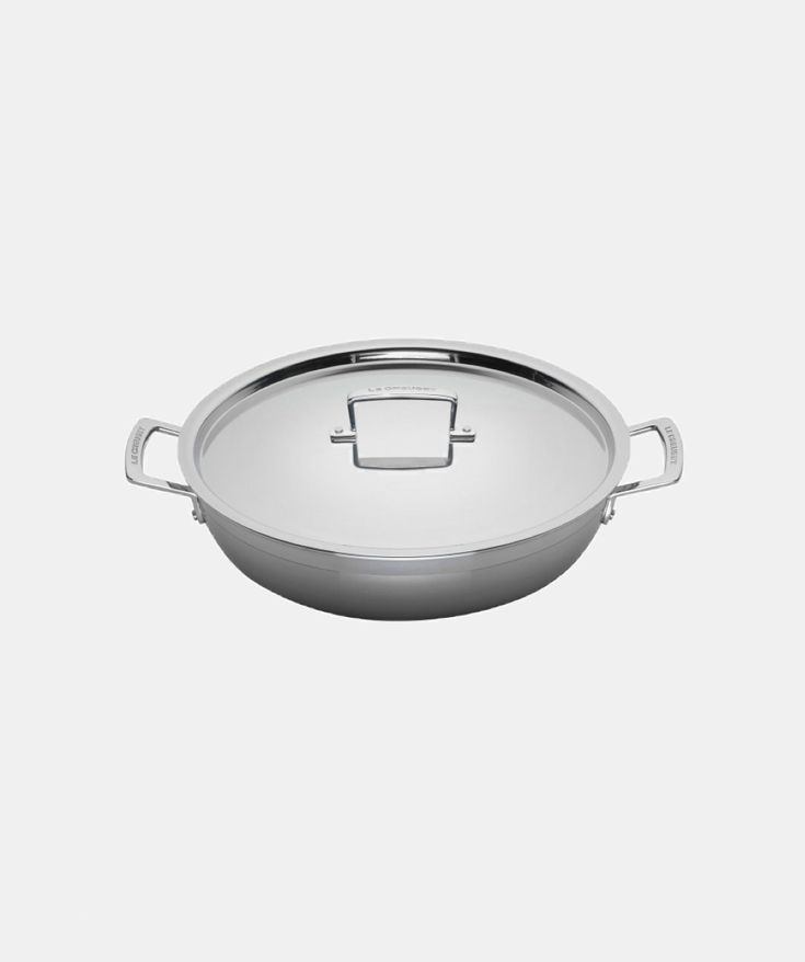 In terms of cooking, stainless steel is often the best choice, offering a healthy and risk-free alternative to traditional non-stick surfaces. This shallow casserole is perfect for classic sautéing, shallow frying and searing vegetables, meat or fish as it allows it to gently caramelise, adding some extra flavour and texture. It can also be used without its lid as a roasting pan in the oven or as a frying and saute pan on the hob.  Using the latest multi-layering technology, where stainless…