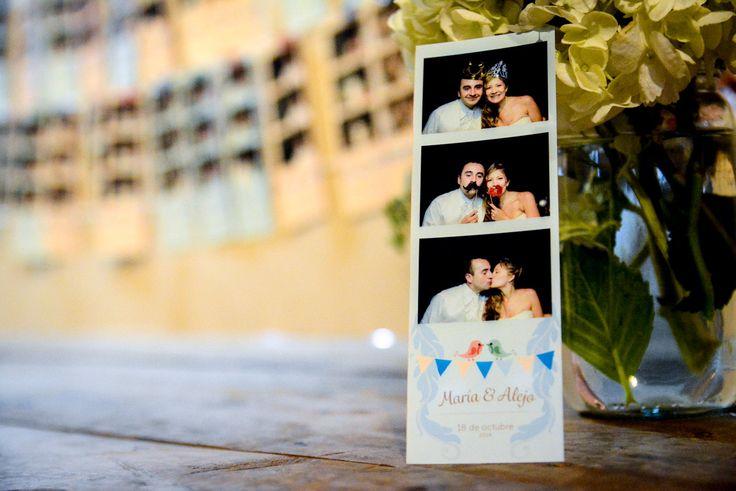 En Memorabilia, hacemos un diseño único para cada matrimonio con los colores y estética que los novios planean por meses.   Fotocabina Memorabilia