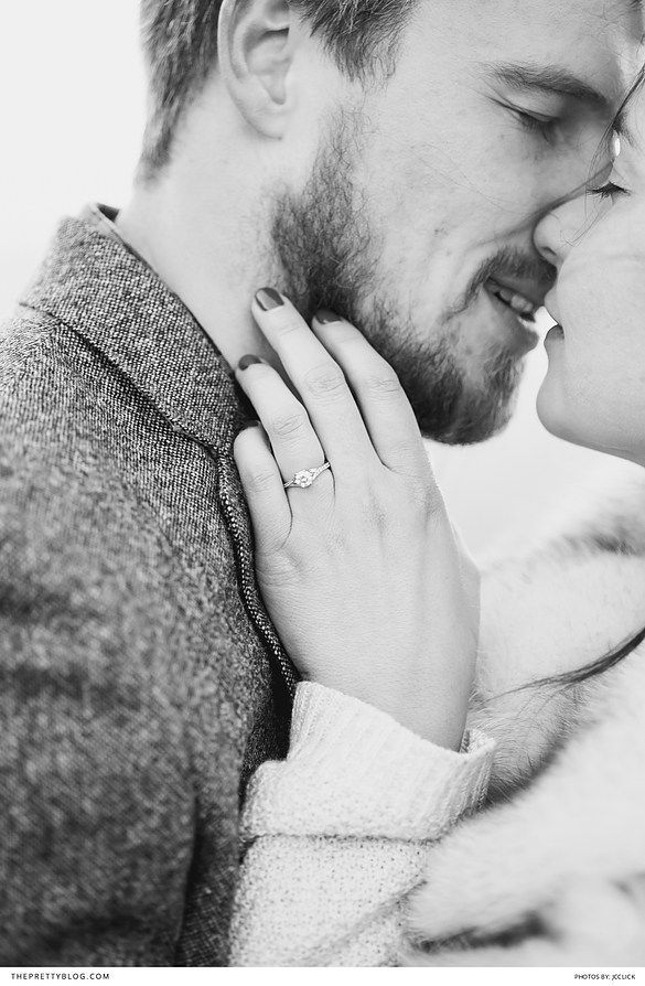 Black and white engagement shoot in the snow | JCclick |