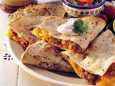 Quesadillas mexicanas con queso cheddar