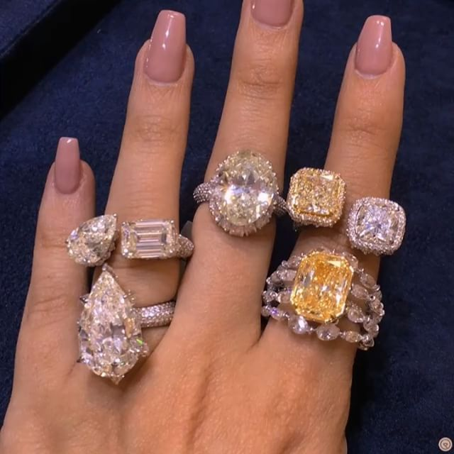 Decisions, decisions and more while staring at @kamyenjewellery selection of beautiful and one of a kind diamond rings, if I had to choose I would go for the pear-shaped for #MyLoveAffairWithDiamonds! #Pearfect #CushionCrush #OvalCut #OvalObsession #PearShaped #Fire #ExceptionalEmerald #EmeraldCut #CushionCut #YellowLovin #Sparkle #YellowDiamond #Scintillation #Bridal #Brilliance #SundayStack #EngagementRing #ClassicKamyen #KamyenJewellery #Dubai #MyDubai #StackThemRight