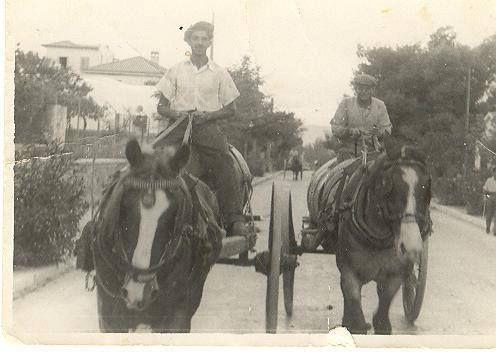 Κάρα με μούστο στην Λεωφόρο Πεντέλης, λίγο πριν τον 2ο Παγκόσμιο.(Ευγενής προσφορά του Θύμιου Κουράση,)