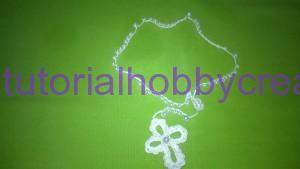 Tutorial per realizzare un rosario all'uncinetto con perle - Rosario all'uncinetto con perline  Materiale occorrente : - Filo di cotone n° 8 - Uncinetto N° 11 - Perle Infilare nel filo 10 perle piccole - 1 per