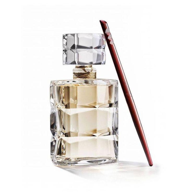 ROUGE 540 - BACCARAT  Flacone in cristallo formato da 160 sfaccettature. Intagliato, dorato e inciso a mano, è prodotto in soli 250 esemplari per custodire la fragranza eponima creata da Maison Francis Kurkdjian.