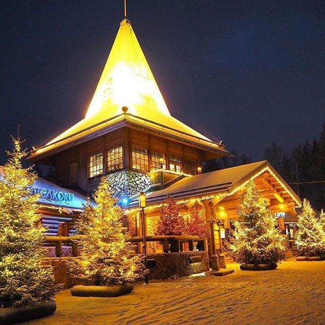Instagram【camilleyanagi】さんの写真をピンしています。 《Let the night begin #santaclausvillage #santaclaus #winterwonderland #wonderland #bucketlist #travel #travelgram #instatravel #stunning #nightview #finalnd #lapland #フィンランド #サンタクロース村 #サンタ #クリスマス #キラキラ #イルミネーション #北極圏 #北欧 #夜景》