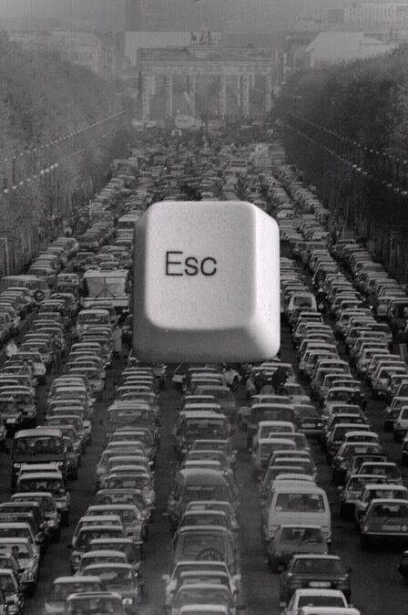 cuando quieres salir de un atasco y no hay por dónde hacerlo, pulsa la tecla 'Esc' y todo solucionado!