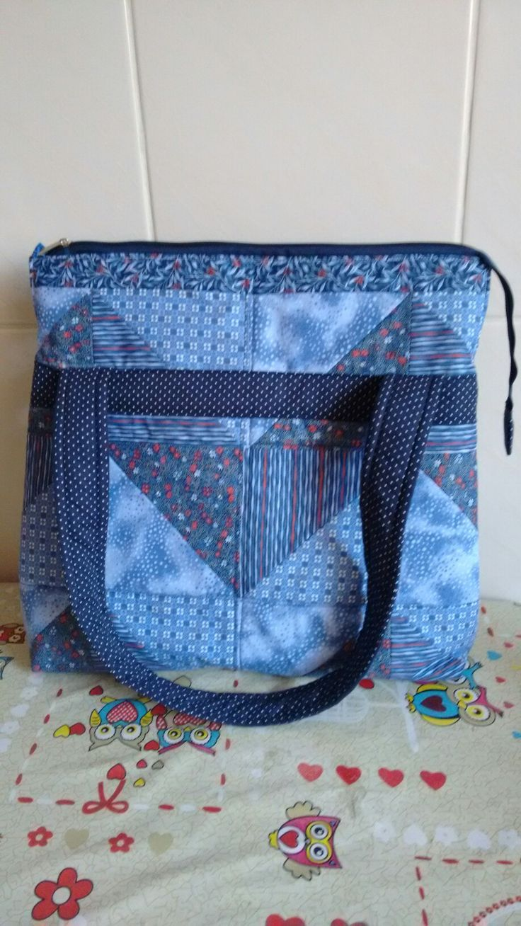 Bolsa tons de azul em patchwork