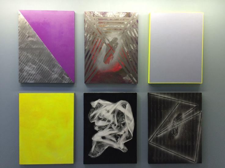 Muestra en la galeria Metales Pesados del aristas Raimundo Edwards, tecnica mixta sobre tela en bastidos