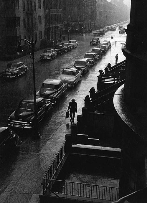 ✯ Man in rain ... New York in 1952 .. Photo byRuth Orkin✯