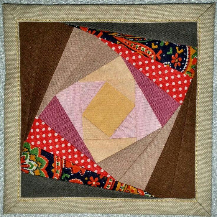 Mini quilt Twister log cabin paper piecing