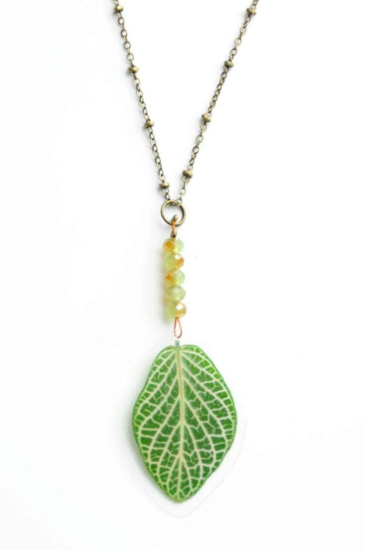 Gedroogde bladeren halsketting - echte gedroogde plant juwelen. €14,00, via Etsy.