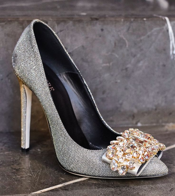 Cinderella shoe Silver pumps with crystals by Gedebe. Stiletto heel,  crystals bow embellishment.