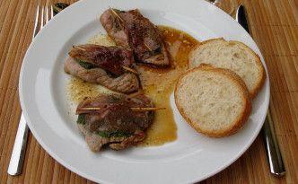 Les saltimbocca (littéralement « saute en bouche »). L'origine des saltimbocca à la romaine est controversée : malgré leur nom, certains estiment qu'ils aient été préparés pour la première fois dans la ville de Brescia, en Lombardie.