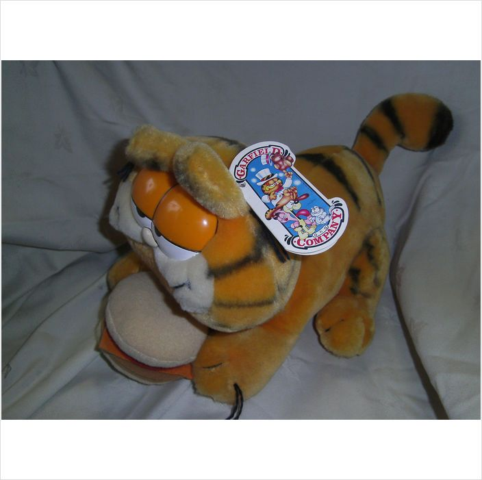 "1978/81 - Garfield Vintage soft toy Cat - Dakin Inc - w/hamburger - 13"" L on eBid United Kingdom"