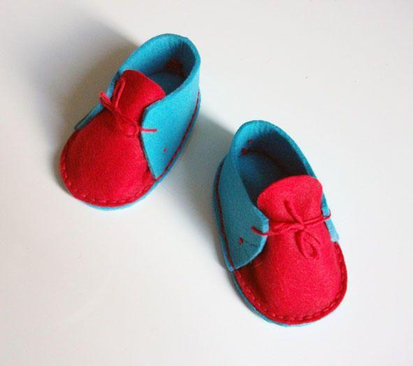 CRS...scarpine in feltro azzurro e rosso hand made