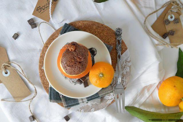 Brownie in der Orange mit flüssigem Kern / moist Brownie in an Orange
