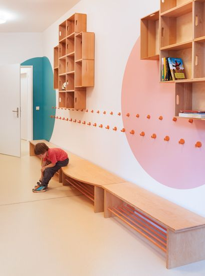 Love the simple white walls with circles of color, simple benches, hooks Kita Hisa - nach dem Umbau