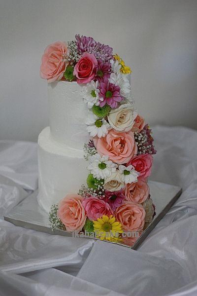 Wedding Cake with fresh flowers at ikabalicake.com