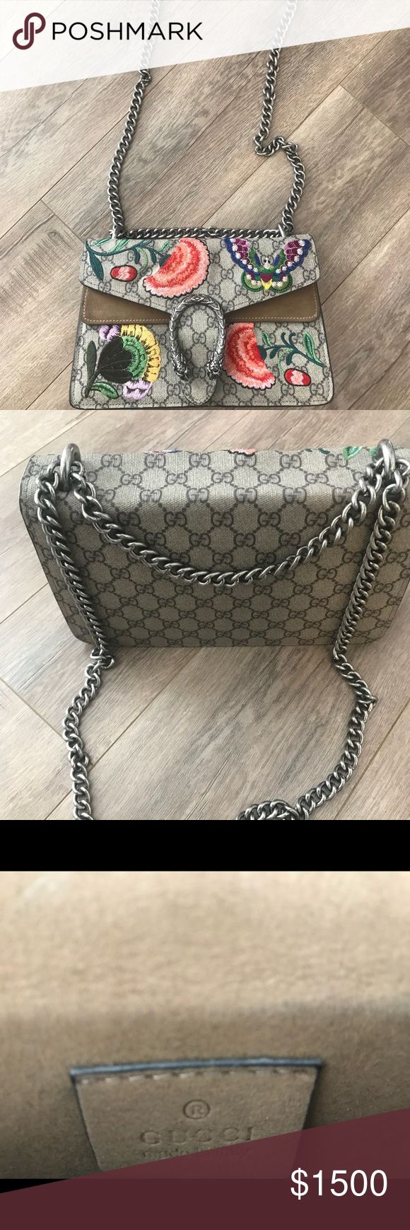 🦋🌻🌸Gucci GG supreme Dinosaur Flowers Moth One of the best bags of the Season. The bag is in great condition on the outside, as show in pictures slight wear on the inside. #gucci #bag #flowers #moth #supreme #celine #fendi #chanel Gucci Bags Shoulder Bags