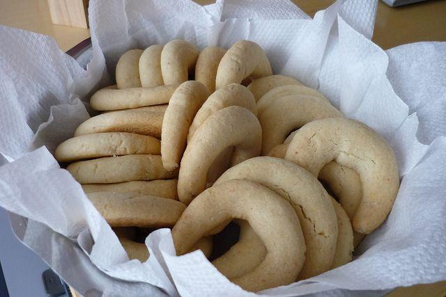 I chiffeletti di Cansado sono famosi ovunque. Questa è la versione della sua bisnonna, senza uova. Più fragili, ma straordinari.Ricetta triestina di origine greca, nome originario kourabiei.
