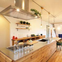 fukui-kensetsuさんの、アイランドキッチン,ナチュラルインテリア,ブラケット棚,ペンダントライト,パイン材の壁,ステンレス天板,トーヨーキッチン,福井建設,キッチン,のお部屋写真