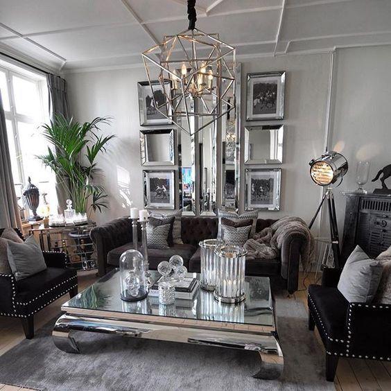 Ukens favorittdag er definitivt ⭐️søndag⭐️ Utrolig deilig å tilbringe dagen her hjemme☕️ Nyt dagen fine venner #bymadsmagazine #bymads #madsmolvik #myhome #interiør #inredning #dekor #decor #interior #interiordesign #hjem #home #livingroom #stue #glam #lamp #mirror #plant #flower #interior123 #inspire_me_home_decor