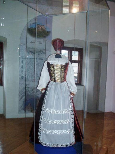 reconstruction of dress Elisabeth Bathory