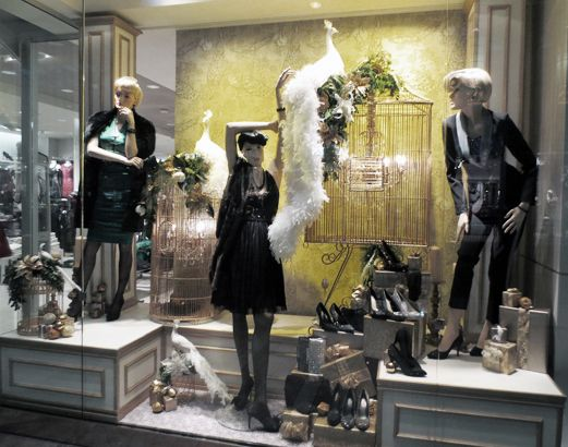 WINDOW 7 // THE WHITE PEACOCK // Store 50 - St. Bruno, Quebec #LeChateauReveal #Windows #Christmasdisplay #Visual #Merchandising #HolidayWindow