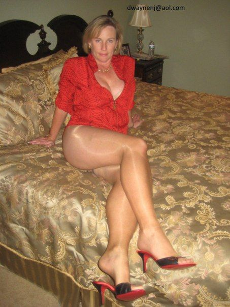 Nice mature in pantyhose